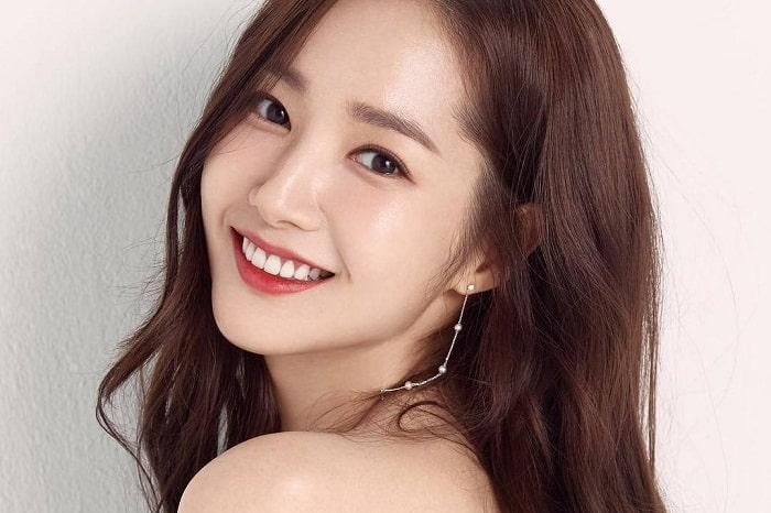 Các bước massage mặt đơn giản cho khuôn mặt Vline kiểu Hàn Quốc
